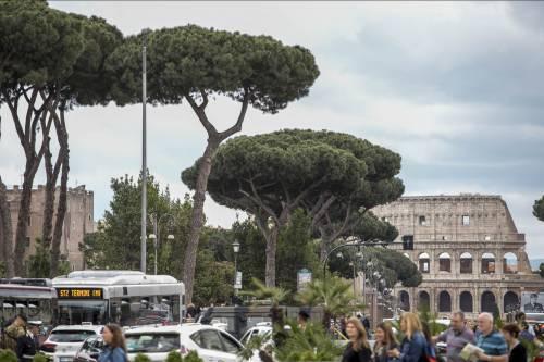 Degrado a Roma: stranieri fanno sesso in un cantiere in pieno giorno