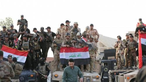 Iraq, i soldati festeggiano la liberazione della città di Mosul