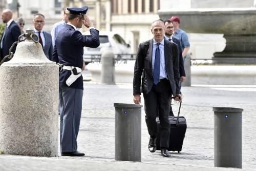 Cottarelli si congeda tra gli applausi nella strana giornata con tre presidenti