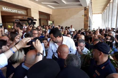 """Catania, Salvini contestato dai centri sociali: """"Ci sono cose più importanti"""""""