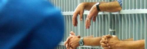 """Taranto, protestano agenti penitenziari: """"Carcere sovraffollato"""""""