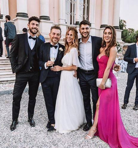 Gaffe di Cecilia Rodriguez: nelle foto delle nozze di Bossari si ritocca il lato b