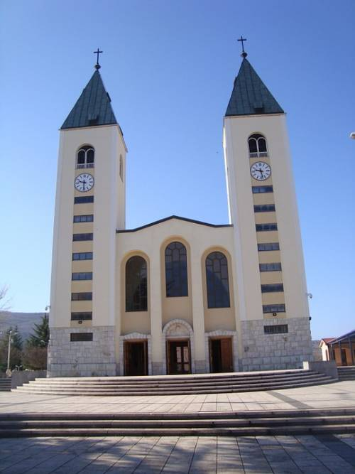 """Medjugorje, Monsignor Peric: """"False le 47 mila apparizioni mariane"""""""