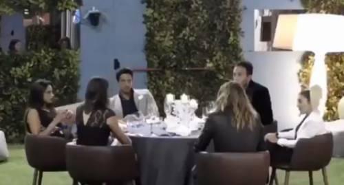"""Gf, Simone fa i complimenti a Lucia e lei gli ride in faccia: """"Mi irrito solo a guardati"""""""