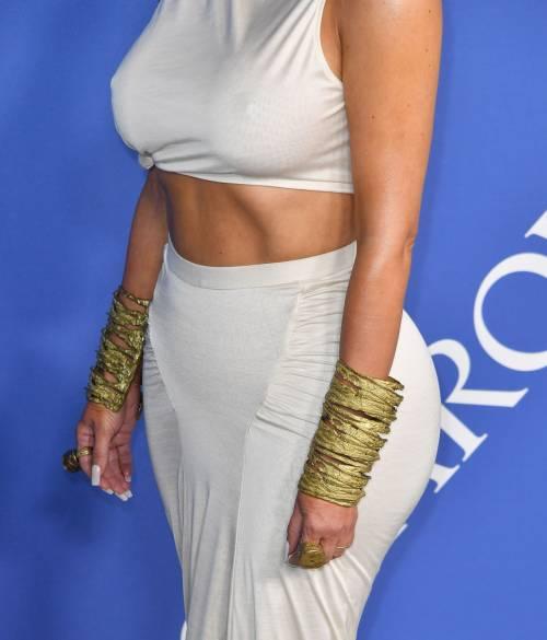 Kim Kardashian senza reggiseno sul red carpet 4
