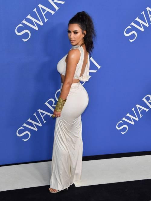 Kim Kardashian senza reggiseno sul red carpet 10