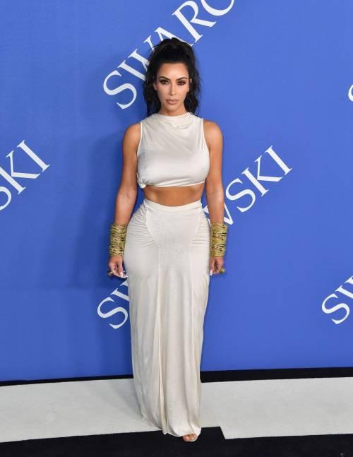 Kim Kardashian senza reggiseno sul red carpet 12