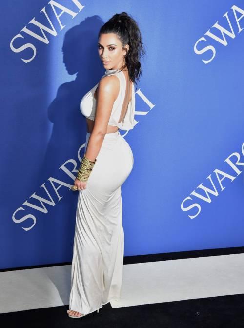 Kim Kardashian senza reggiseno sul red carpet 3