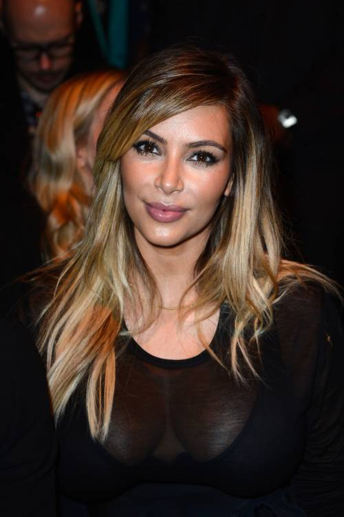 Kim Kardashian senza reggiseno sul red carpet 1