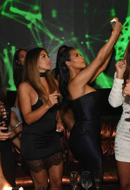 Kim Kardashian senza reggiseno sul red carpet 6
