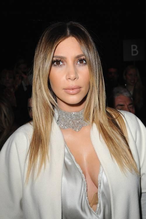 Kim Kardashian senza reggiseno sul red carpet 8