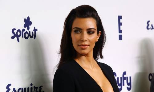Kim Kardashian senza reggiseno sul red carpet 9