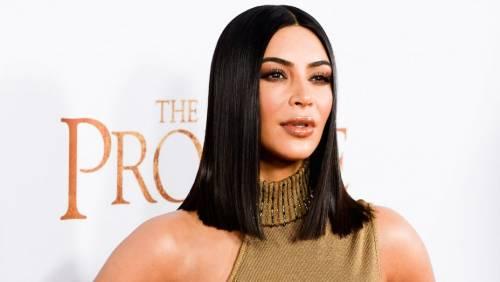 Kim Kardashian senza reggiseno sul red carpet 11