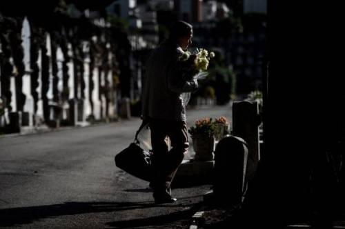 Manarola, cimitero chiuso: bivacchi dei turisti  vergognosi