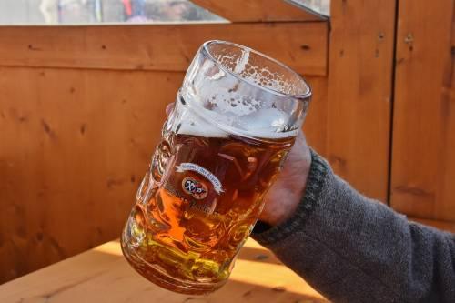 Chi non beve alcol si assenta di più dal lavoro