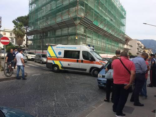 Lavoratore si incatena davanti la casa di Di Maio e si butta benzina addosso 1