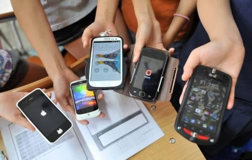 Francia, approvata legge sul divieto di uso di cellulari nelle scuole