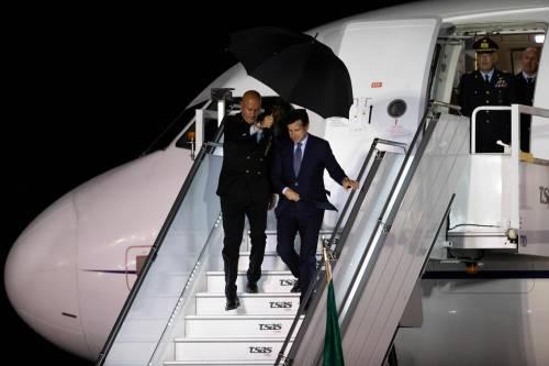 """Ora Conte fa il grillino, al G7 con l'aereo di Stato: """"Ma non è l'airbus di Renzi"""""""