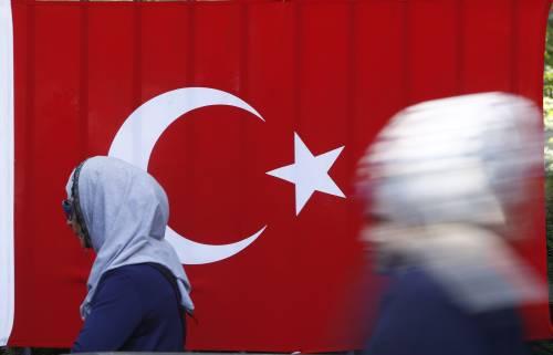 """È caccia al """"Sultano"""" Erdogan: così può crollare il suo impero"""