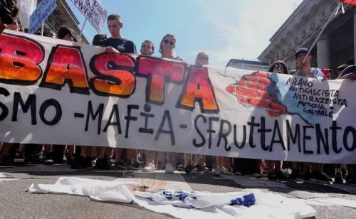 Stranieri e sinistra in corteo contro Salvini 8