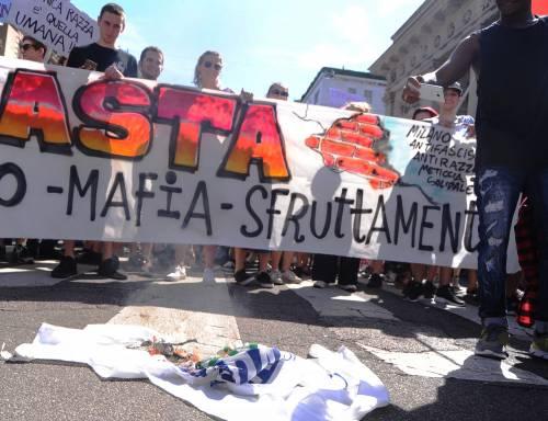 Stranieri e sinistra in corteo contro Salvini 9