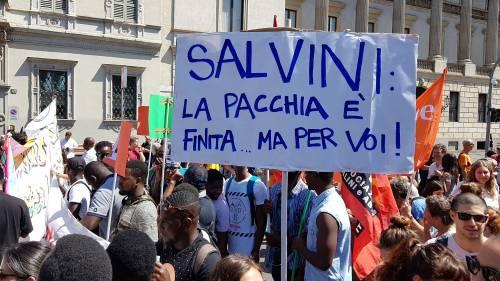Stranieri e sinistra in corteo contro Salvini 10