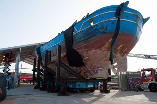 Siracusa, una barca lascia 53 migranti sulla spiaggia di Noto