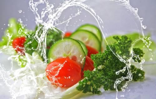 Via l'uovo: per Google l'emoji dell'insalata è vegan