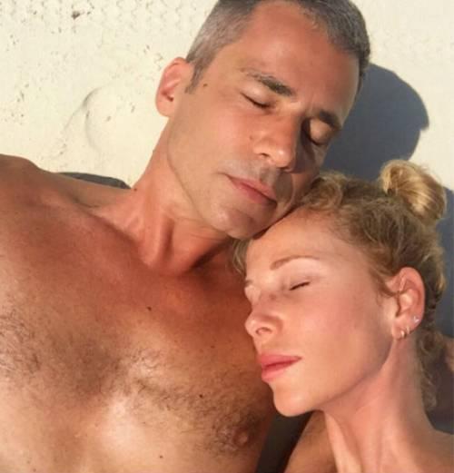 Alessia Marcuzzi bellissima al sole 9