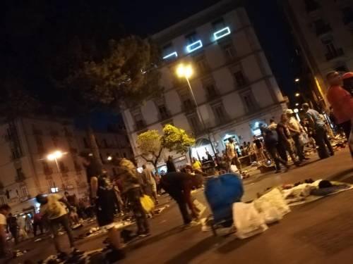 """Mercatini della """"monnezza"""" a Napoli 4"""