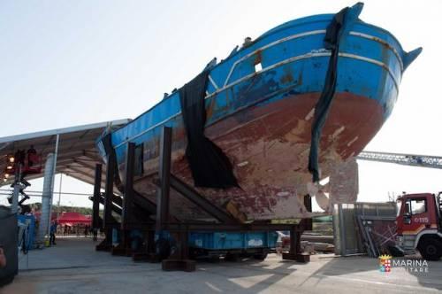 Migranti, il Pd in piazza per riaprire i porti Ma si divide sul barcone