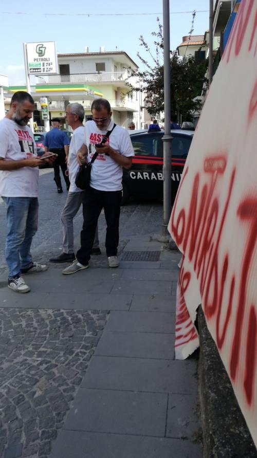 """Lavoratori senza stipendio protestano sotto casa del ministro Di Maio: """"Uè Uè Di Maio, allora?"""" 4"""