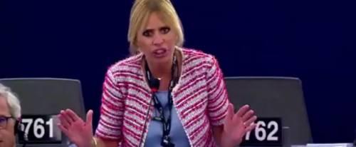 """La Mussolini all'Europarlamento: """"Sciacquatevi la bocca quando parlate dell'Italia"""""""