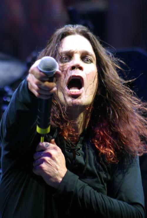 """Ozzy Osbourne rimanda il tour Usa: """"Non sono sicuro al"""