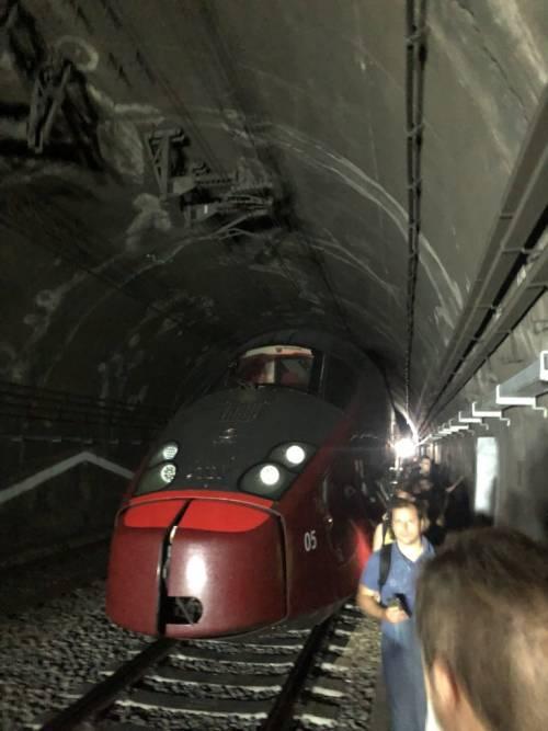 Quattro ore fermi in galleria: l'odissea dei passeggeri sul treno Italo