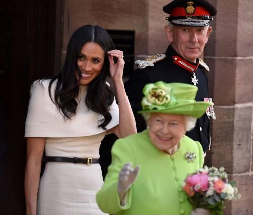 Meghan Markle con la regina nel Chershire 4