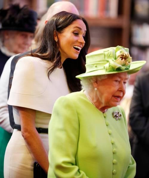 Meghan Markle con la regina nel Chershire 10