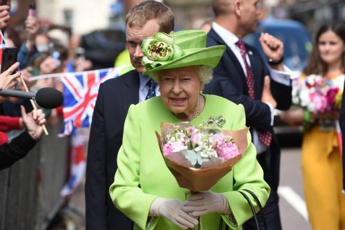 Meghan Markle con la regina nel Chershire 3