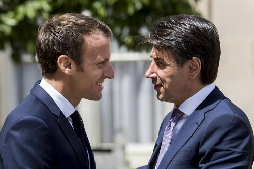 "Sorrisi e abbracci con Conte Ma Macron ""bastona"" Salvini"