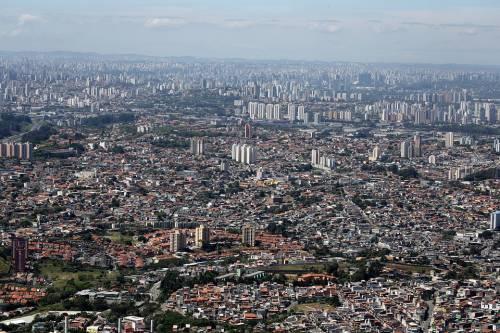 Brasile,  il caro-figurine porta la gente in piazza