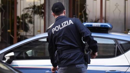 Bologna, spunta una scritta contro il poliziotto suicida in questura