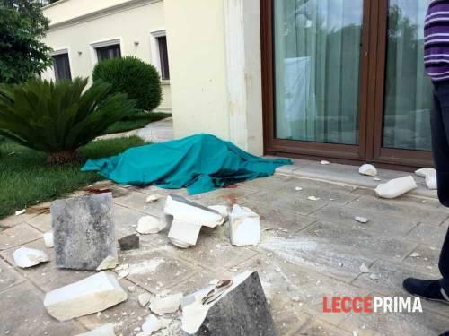 Lecce, cede il balconcino: muore un operaio di 32 anni