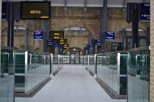 Londra, tre persone investite da un treno in circostanze misteriose