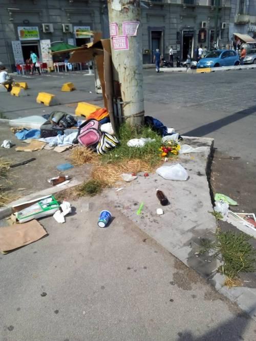 """Napoli, Tornano i mercatini della """"monnezza"""" dopo l'aggressione al farmacista 4"""