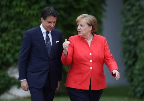 """Merkel (a parole) sta con l'Italia Conte: """"Schengen a rischio"""""""