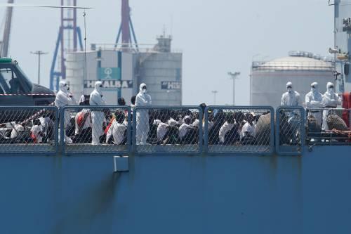 """Vos Thalassa, migranti in rivolta sulla nave: """"L'equipaggio rischiava la vita"""""""