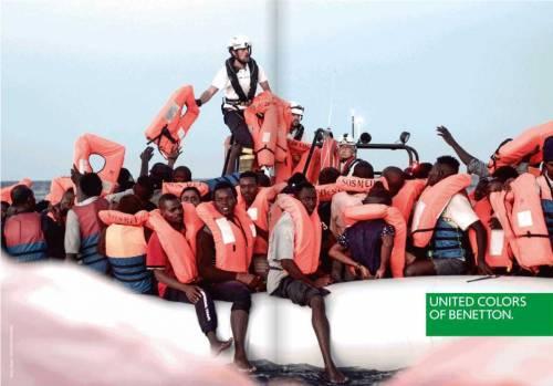"""Lo spot Benetton coi migranti. Ira Lega: """"Mai più vostre magliette"""""""