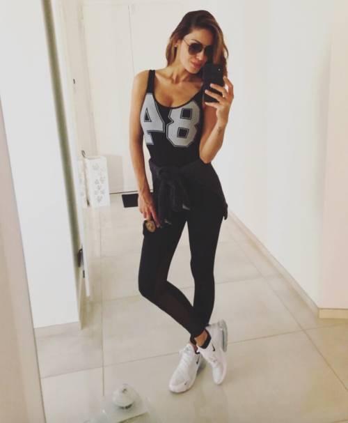Anna Tatangelo sexy su Instagram 7