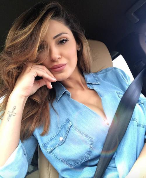 Anna Tatangelo sexy su Instagram 9
