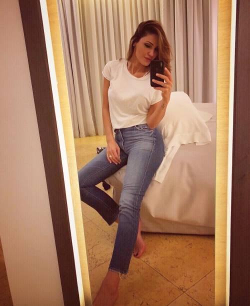 Anna Tatangelo sexy su Instagram 3